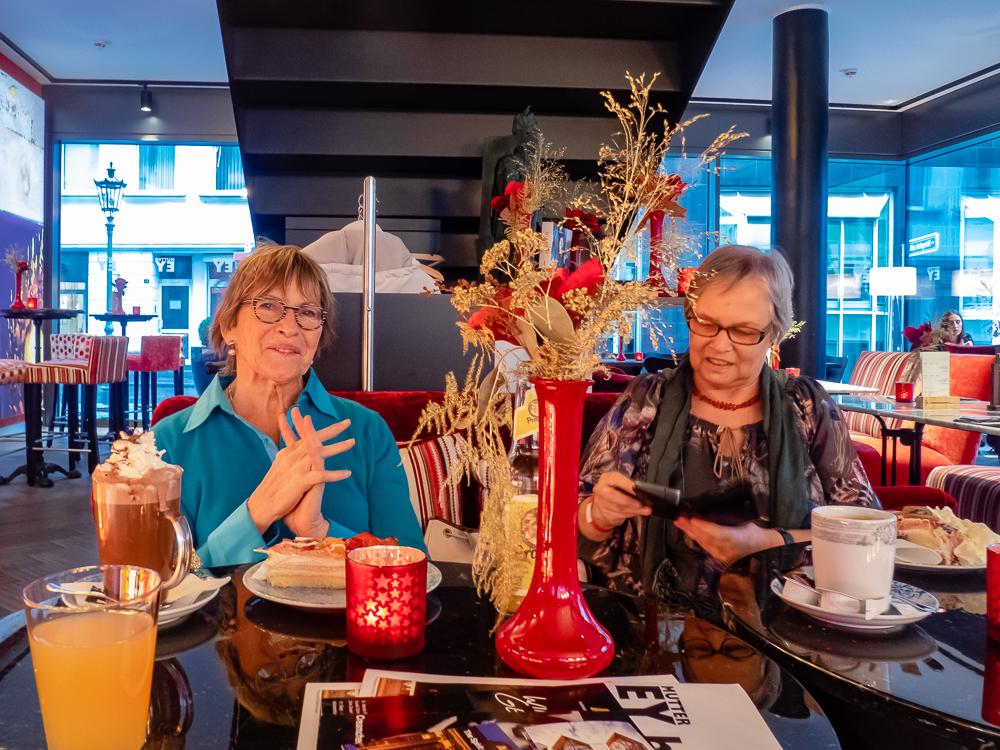Mit Freunden bei Mutter Ey