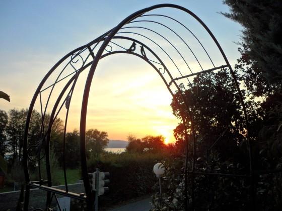 Sonnenuntergang. Blick von unserem Garten